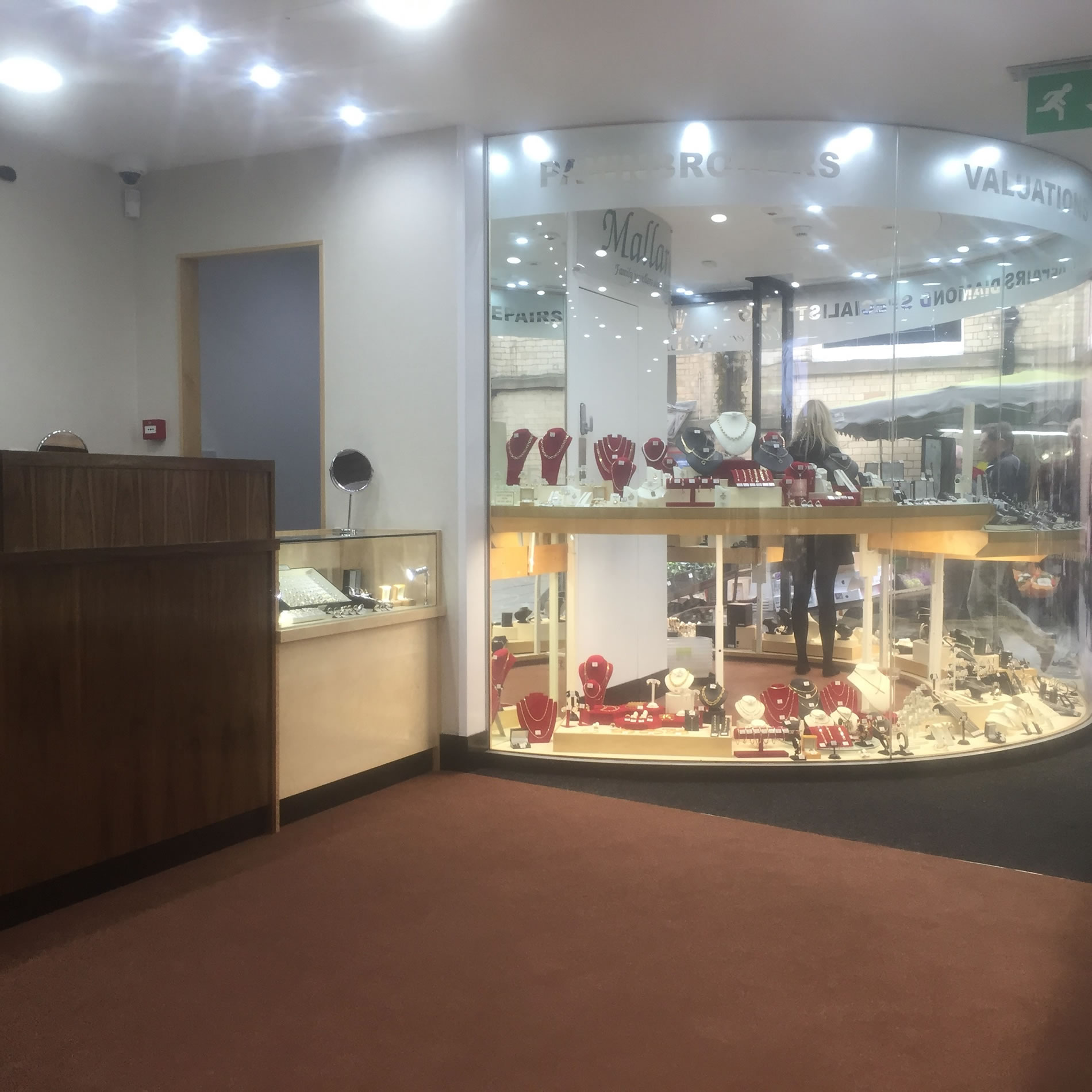 Mallards jewellers and pawnbrokers. Quality bespoke shopfitting  in a traditional style.